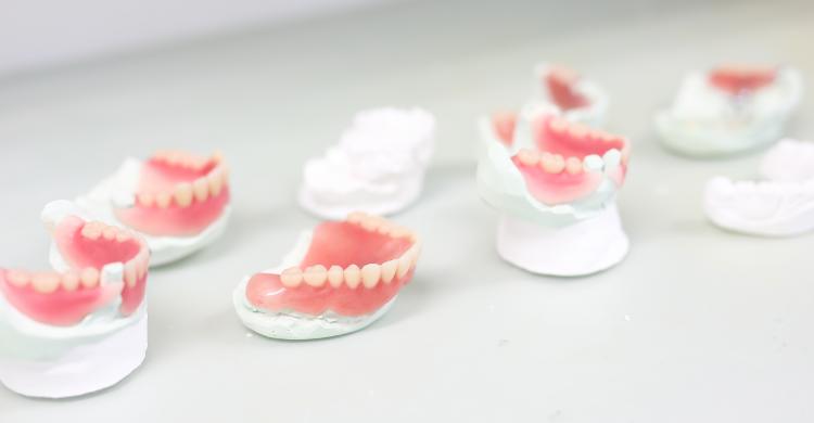 技工室完備技工士がいるから安心即日対応の入れ歯